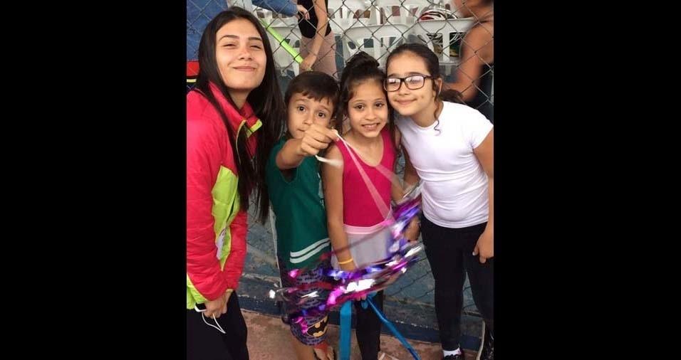 """Maria Eugênia, de São José dos Campos (SP), deseja um """"feliz Dia das Crianças"""" para Anna Julia, Robinson Filho, Anna Laura e Luiza Vitória"""