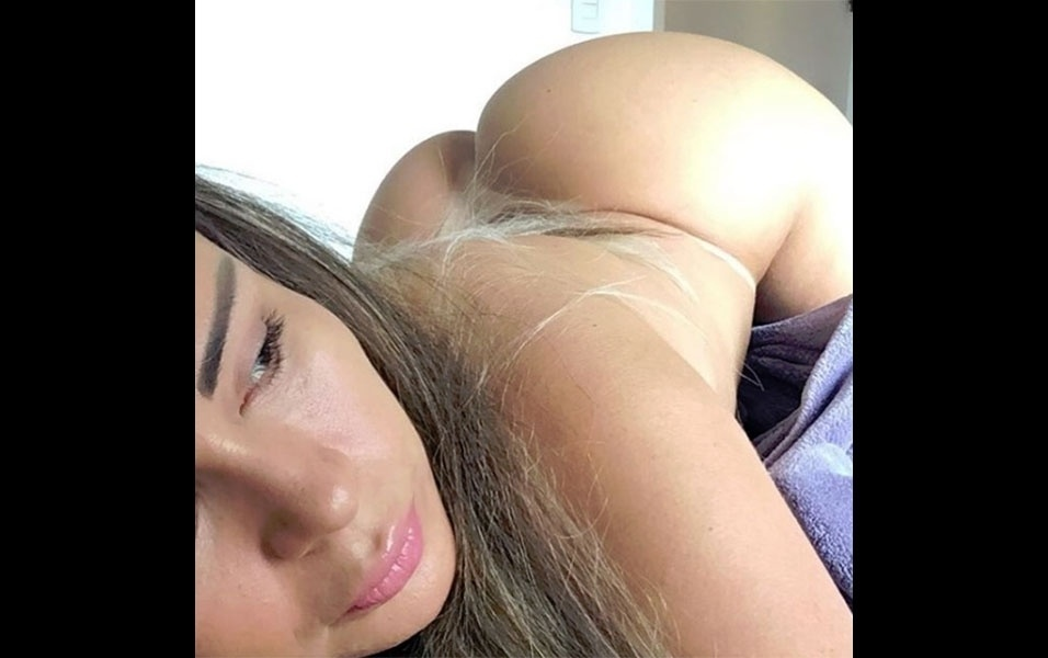6.dez.2016 - Ex-atriz pornô, Cléo Cadillac fez muito sucesso no cinema adulto brasileiro com filmes em que aparecia fazendo, principalmente, muito sexo anal. Longe dos filmes pornô, a gata de 33 anos segue exalando sensualidade com fotos picantes no Instagram