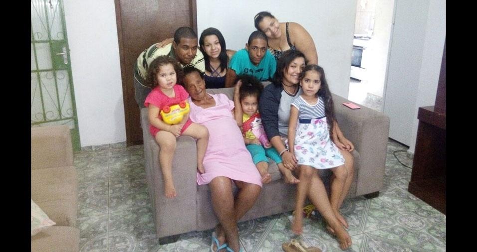 Graziela Cristina de Oliveira Rodrigues mandou a foto da vovó Geralda Matos de Oliveira Rodrigues com os netos e bisnetos. Elas são de Ribeirão das Neves  (MG)