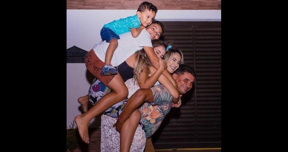 O papai Alex Ferreira enviou foto dos filhos Alexia, Yanka, Alex Filho e  João Pedro. A família é de João Pessoa (PB)