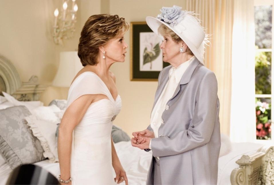 """2005 - Quinze anos após seu último filme, Jane Fonda (esq.) volta às telas com o longa """"A Sogra"""", no papel de Viola Fields, sogra do casal romântico do filme"""