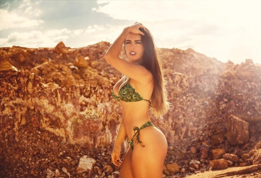 30.jun.2017 - Confundida com a atriz de mesmo nome, a modelo baiana Mariana Rios é 10 anos mais nova que a estrela da Globo. Aos 21 anos, a estudante de nutrição é adepta dos tratamentos hipnóticos, o que lhe rendeu o apelido de