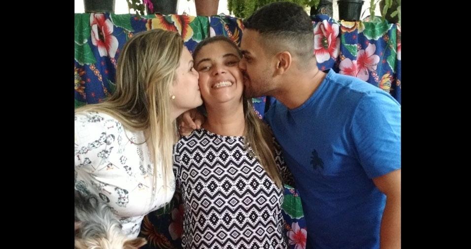 Fernanda e Affonso com a mamãe Núbia, de Macaé (RJ)