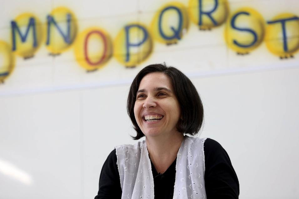 """Para Daniela Gissoni, que atua há 22 anos como professora, o que a motiva em seu trabalho são os alunos. """"Para você ser professora, o que tem que te motivar são as pessoas com que você trabalha. As pessoas com quem você constrói conhecimento. São os nossos educandos"""", afirma ao BOL"""