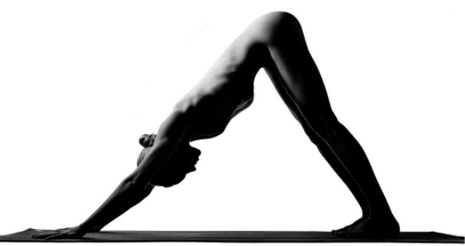 12. Segundo a praticante de ioga, não mostrar o rosto torna ainda mais desafiador o trabalho de posar e fazer as fotos