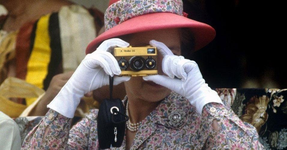 28. A rainha gosta de tirar fotografias
