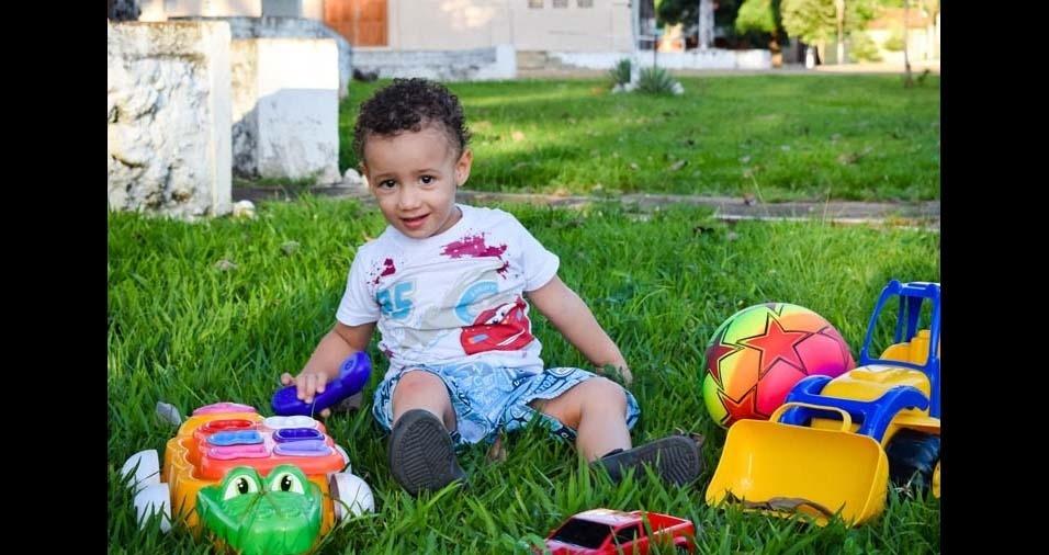 """Jéssica e Charles, de Pedro Afonso (TO), enviaram foto do filho Isaías: """"Ser criança é achar que o mundo é feito de fantasias, sorrisos e brincadeiras.Parabéns Isaías, te amamos muito!"""""""
