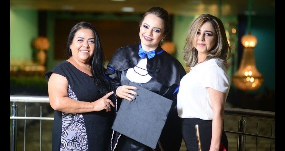 """""""Sortuda sou eu que tenho duas mães"""", conta Jessica Simiema juntamente com mãe Beth e mãe Ruth, de Araguaína (TO)"""