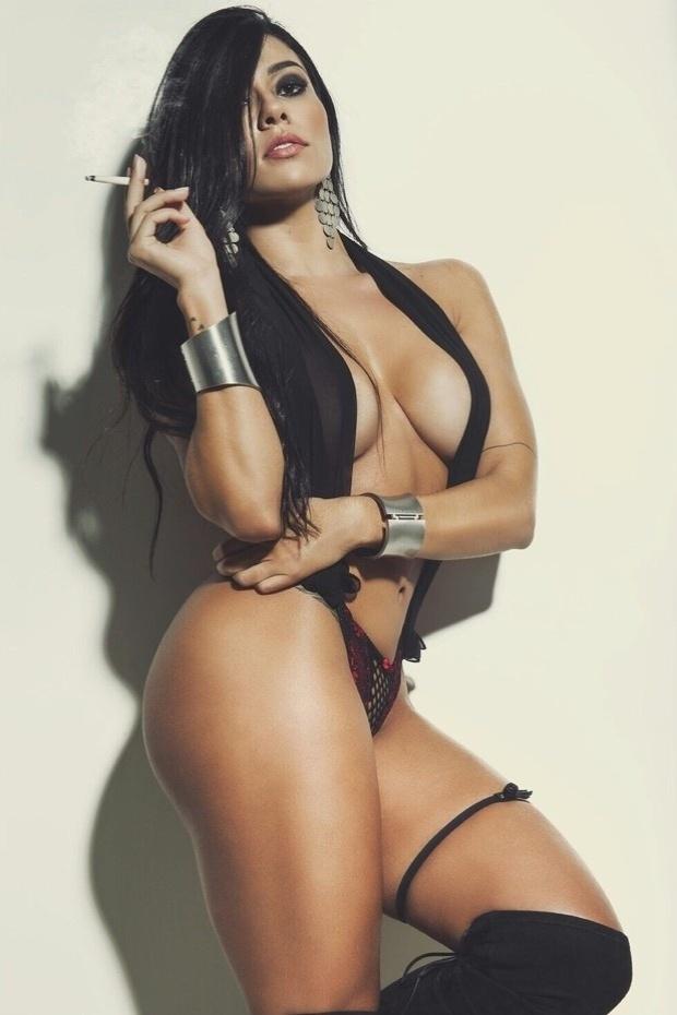 1.ago.2015 - Cintia Valentin, candidata ao concurso que pretende eleger a mulher mais sexy do Brasil, acredita, porém, que a maioria dos homens se assusta um pouco com mulheres assim.