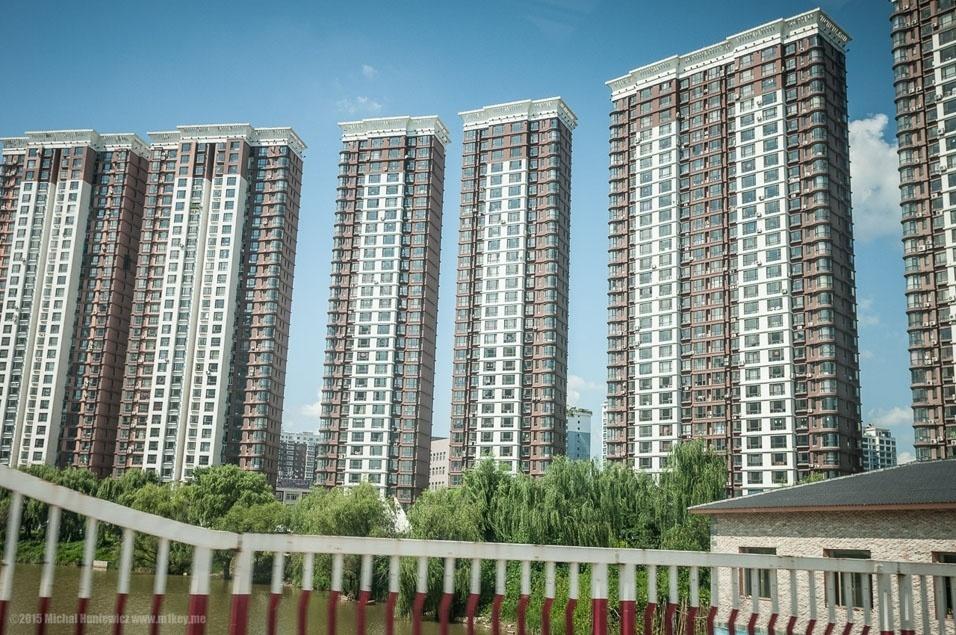 """9. """"... enquanto do lado chinês há estes blocos de apartamentos"""""""