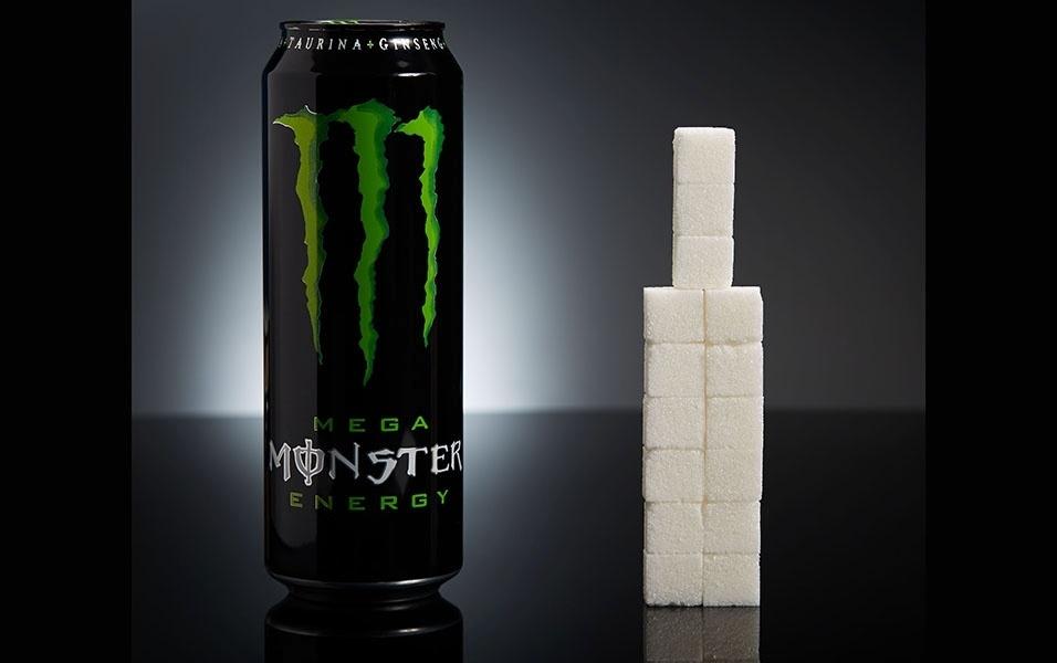 Uma lata de energético Monster (553 ml) tem 60 g açúcar