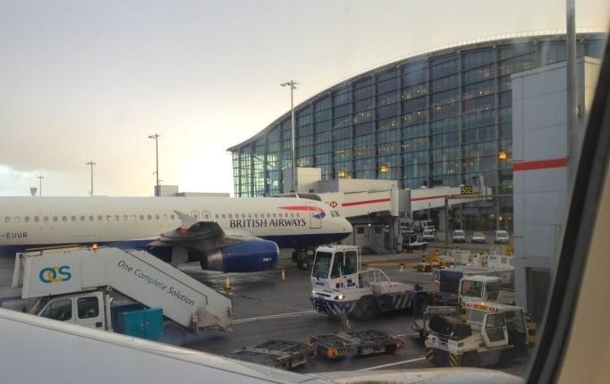 Valor roubado: US$ 12,1 milhões (pouco mais de R$ 37,5 milhões) - No aeroporto de Heathrow, em Londres, dois ladrões assaltaram um veículo de segurança que transportava dinheiro vindo de um jatinho do Bahrein, que deveria seguir para Nova York. O crime aconteceu em 2002. Os bandidos estavam vestidos com uniforme da companhia aérea British Airways. Eles transferiram o dinheiro para uma van e fugiram. O motorista do veículo foi amarrado e encontrado em estado de choque. A van foi localizada mais tarde, abandonada e queimada, em Feltham, na região de Middlesex