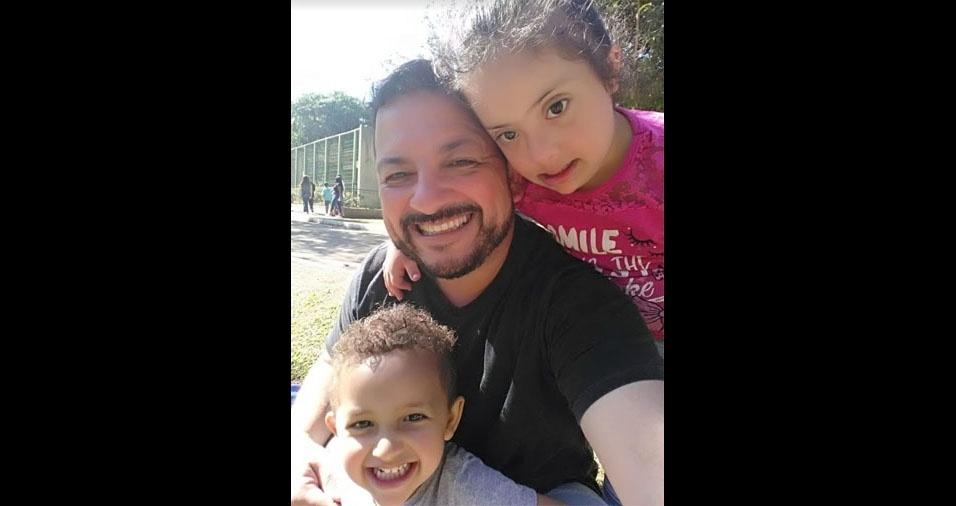 Fábio Teodoro com os filhos Heitor e Mariana, direto de Guarulhos (SP)