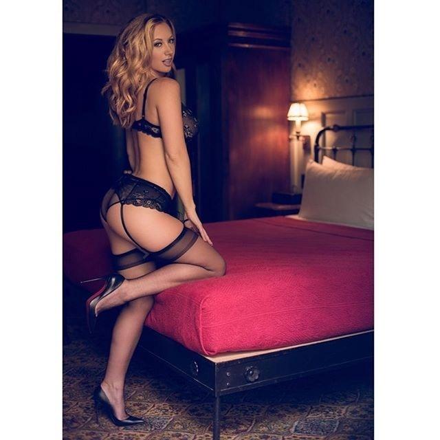 20.nov.2016 -Aos 30 anos, Jayden Jaymes brilha no Instagram postando fotos bem sensuais. A gata é mais uma das atrizes de filmes adultos que bombam na rede social
