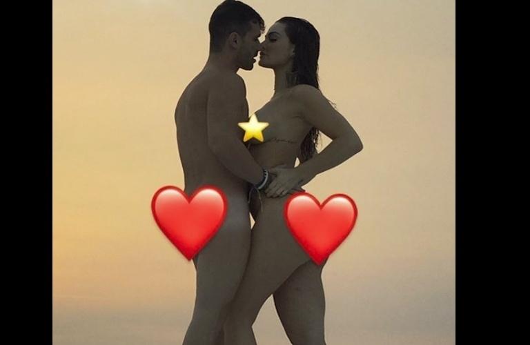 """23.abr.2017 - Laura Keller apareceu nua ao lado do marido em foto publicada em seu Instagram. """"Somos feitos de amor e tesão"""""""