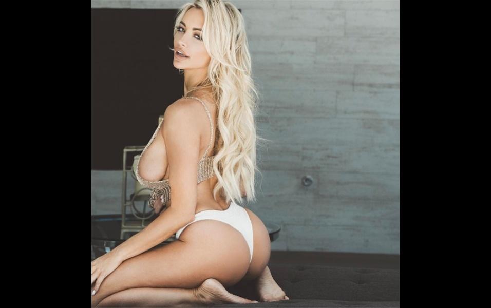 18.jul.2017 - Lindsey é modelo de biquínis e lingerie