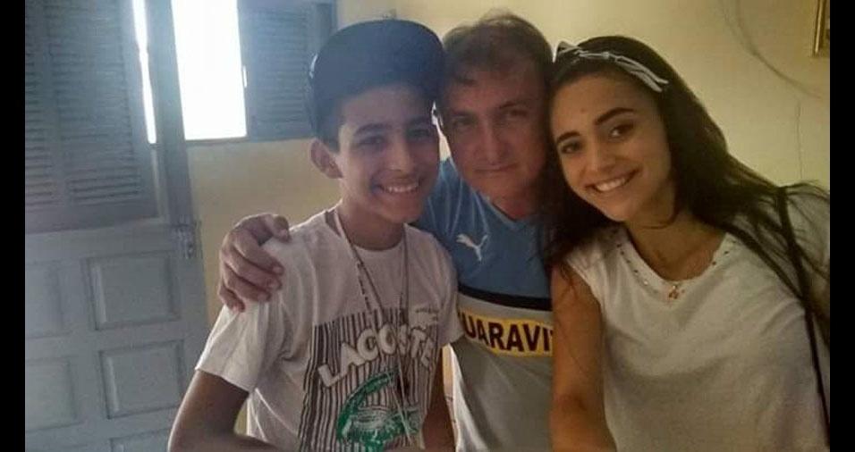Walter com os filhos Thaynara Ferreira e João Pedro