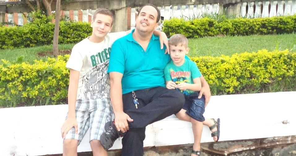 Papai Ricardo e seus filhos Jefferson e Léo, de Ribeirão Preto (SP)