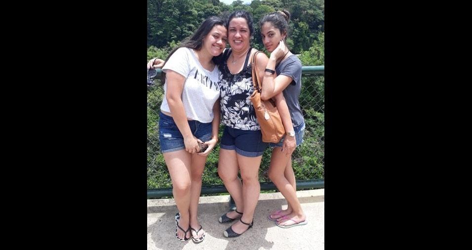 Luciana Maria Balotta com as filhas Sthefany Balotta de Oliveira (esq.) e Giovanna Balotta de Oliveira (dir.), de São Paulo (SP)