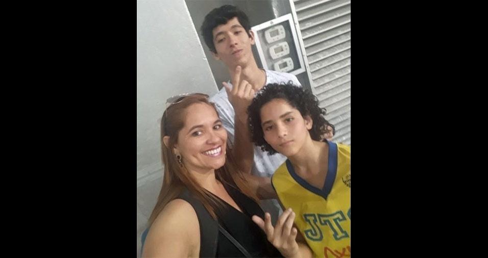 João Pedro e João Lucas posaram com a mãe, Patrícia Pereira Mattos Botelho de Souza, direto do Rio de Janeiro (RJ)