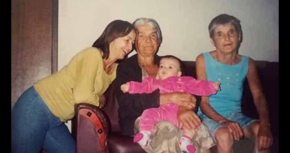 Vovó Maria com a tia Gege, tia Célia e a netinha Izabela