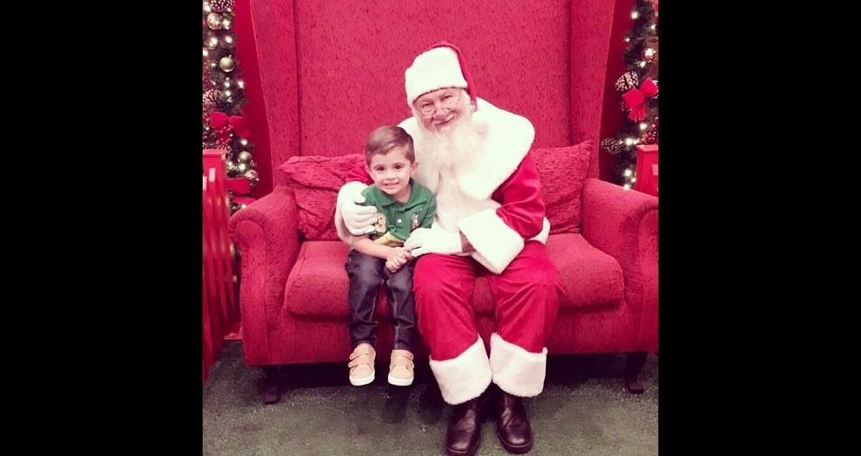 """Everton Moro, de Campinas (SP) - """"Segue foto do meu filho João Gabriel de 3 anos com o Papai Noel no shopping"""""""