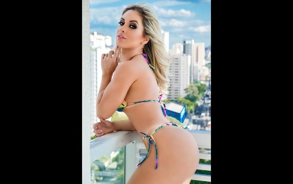 5.jul.2017 - Campeã do Musa do Brasil 2016, a modelo Iara Ferreira fez um novo ensaio de biquíni. A gata falou sobre a boa forma, e revelou que seu bumbum aumentou: agora ela ostenta 103 cm de quadril