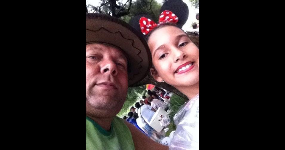 Laura Vitória de Melo Silva, de Belo Horizonte (MG), com o papai Gladstone Johannes da Silva