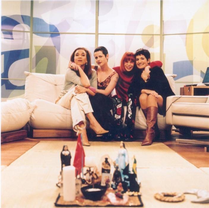 """2002 - Marisa Orth, Fernanda Young, Rita Lee e Mônica Waldvogel (da esq. para a dir.) na primeira formação do programa """"Saia-Justa"""""""