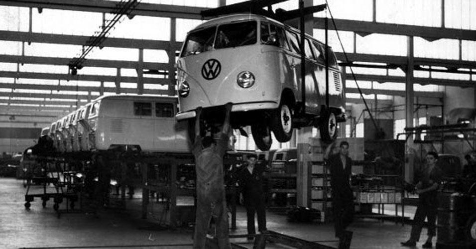 6. No Brasil, ela começou a ser vendida ainda em 1950 pela Brasmotor, que montava o carro com peças importadas da Alemanha. As primeiras unidades brasileiras foram produzidas a partir de 2 de setembro de 1957 na fábrica da Volkswagen de São Bernardo do Campo (SP), com 50% de nacionalização