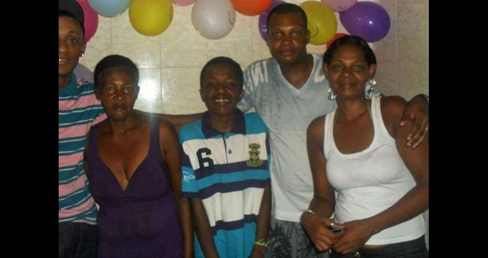Gilberto, Gilmar, Pedro Paulo e Gilena homenageiam a mamãe Rita no dia das mães
