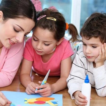 É possível trabalhar em casa para cuidar dos filhos? - Reprodução/snagajob