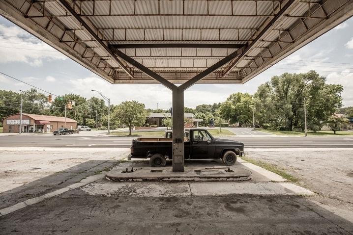 6.ago.2015 - Em alguns casos, os espaços, abandonados há anos, estavam deteriorados ou tomados pelo mato
