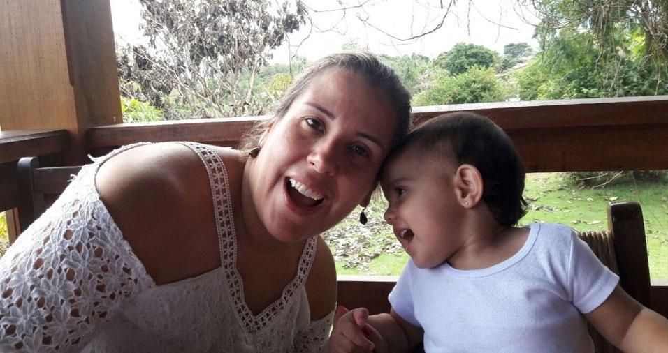 Julia Carvas Martinez com a mãe Fernanda, de Louveira (SP)