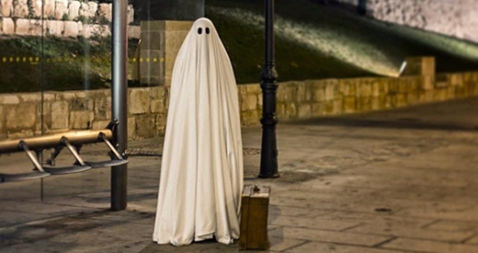 19. O fantasma já está no ponto há uma eternidade, mas o ônibus não vem