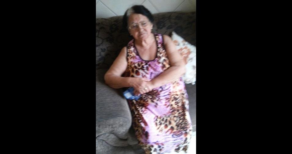 Joseane Veber homenageia a dona Ruth Maria Dutra Elisardo, de Biguaçu (SC)