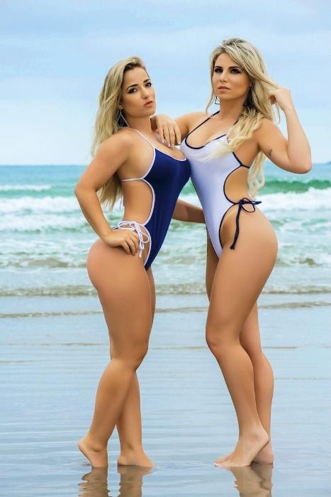 8.mai.2017 - As modelos Caroline Aguiar e Micheline Cruz exibem suas curvas em ensaio à revista Sexy
