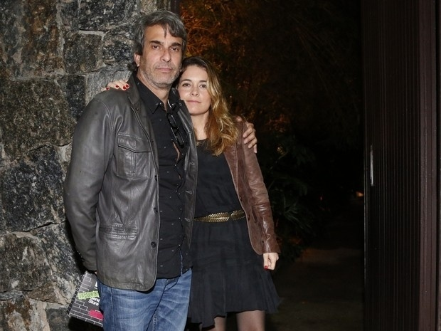 4.set.2015 - Cláudia Abreu e o marido, José Henrique Fonseca foram ao aniversário de Huck, no Rio