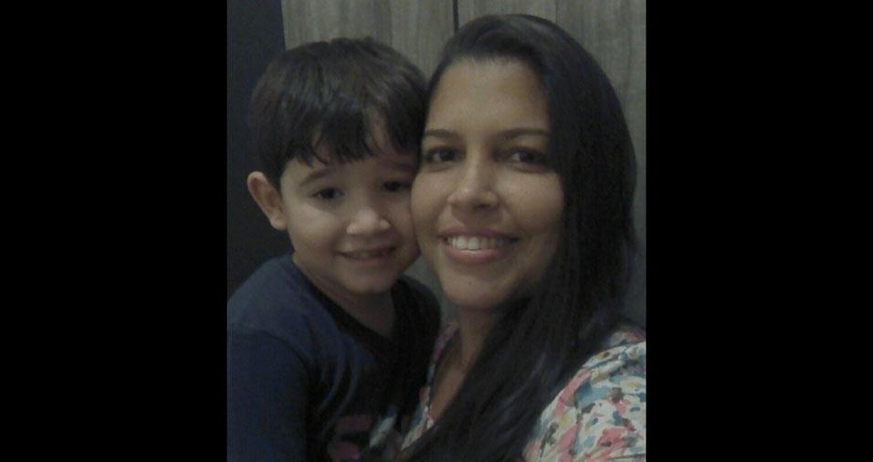 A mamãe Sheila e seu filho Alex