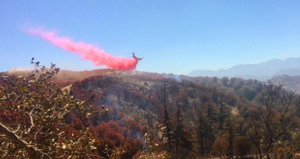 16. O bombeiro não apenas fotografa, mas grava alguns vídeos, mostrando a ação das chamas