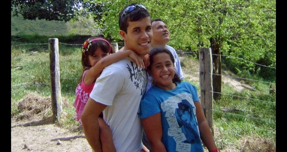 Francisco Carlos e os seus filhos Natalia, Isabela, Thiago, de Serra (ES)