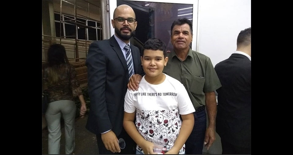 """""""Eu, Roger Souza, junto com meu pai, João Souza, e meu filho, Breno Souza, de nove anos"""". Eles são de Ribeirão Preto (SP)"""