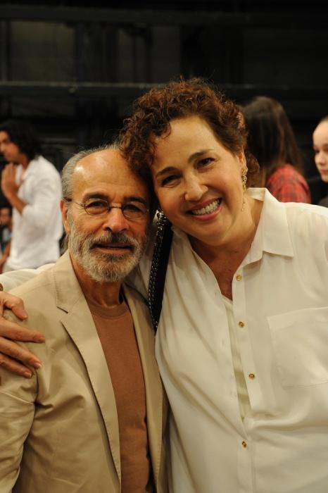 27.nov.2014 - Osmar Prado e Claudia Jimenez posam para foto na festa de fim de ano da Globo