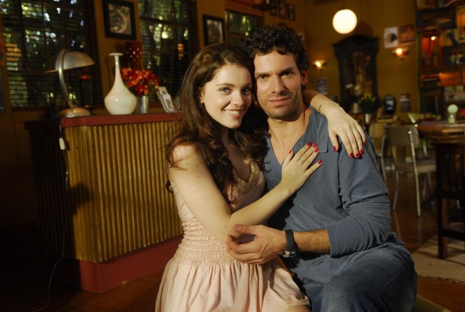 """2009 - Bernardo (Bruno Perillo) e Clarisse (Cecilia Dassi) em cena da novela """"Viver a Vida"""""""