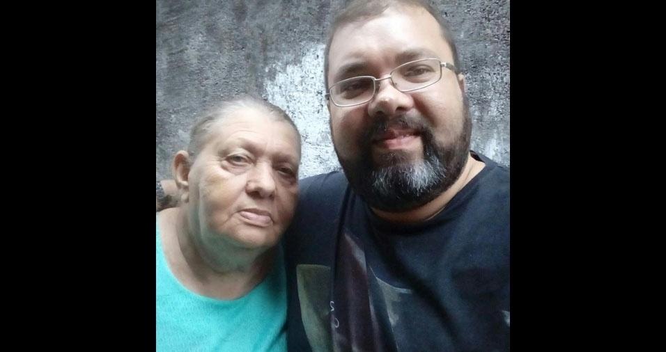 """Jonatas Costa Sousa, de Osasco (SP), quer homenagear a mãe Leonaide: """"Sempre amarei. É o meu porto de paz e serenidade. Te amo mãezona!"""""""