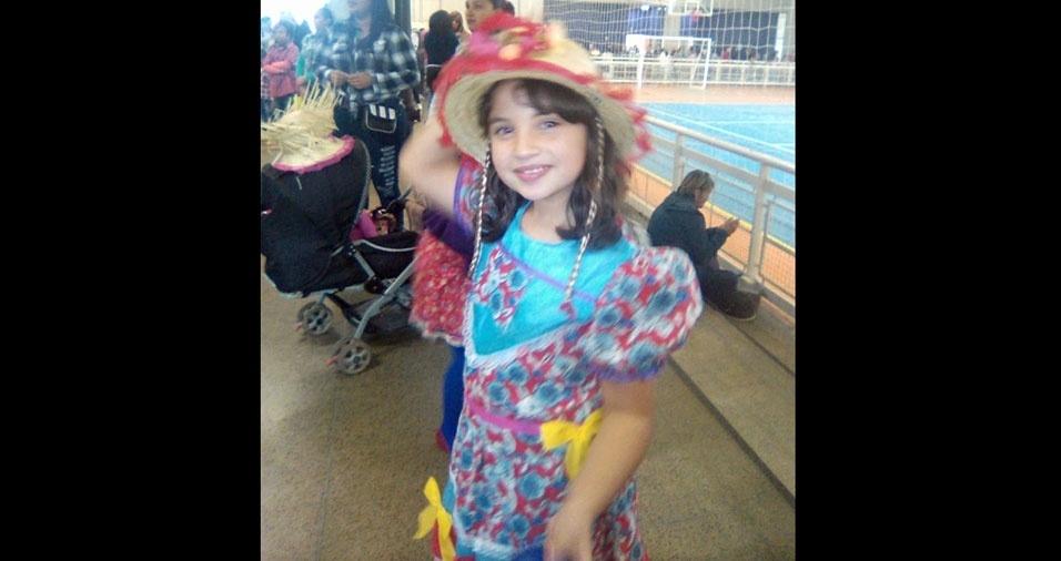 Devanir Chimello enviou foto da caipirinha Rafaella, na festa da escola, em  São Paulo (SP)