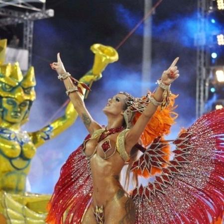 A modelo Thalita Zampirolli no desfile da escola de samba Independente de Boa Vista, de Vitória, Espírito Santo, uma semana antes do Carnaval de 2016 - Reprodução/Instagram