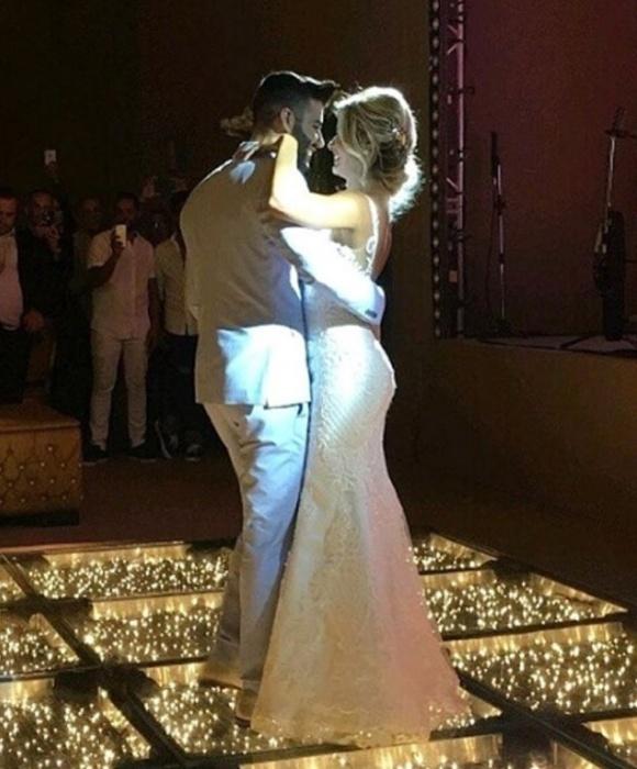 3.out.2016 - Andressa Suita e Gusttavo Lima dançam em cerimônia de casamento que aconteceu na fazenda do cantor, em Minas Gerais