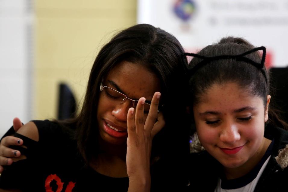 Tayne, aluna do 9º ano da EMEF Marili Dias, se emociona ao comentar relação com os professores que participaram do projeto