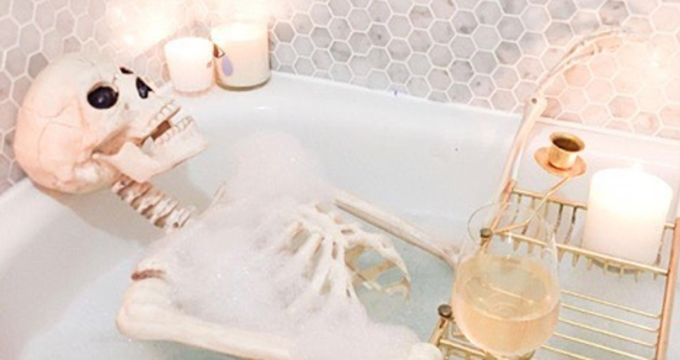 9. Um longo e demorado banho de banheira para relaxar o esqueleto
